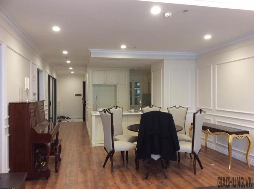 Điểm nối giữa trần và tường chúng tôi sử dụng phào trần chi tiết đơn giản