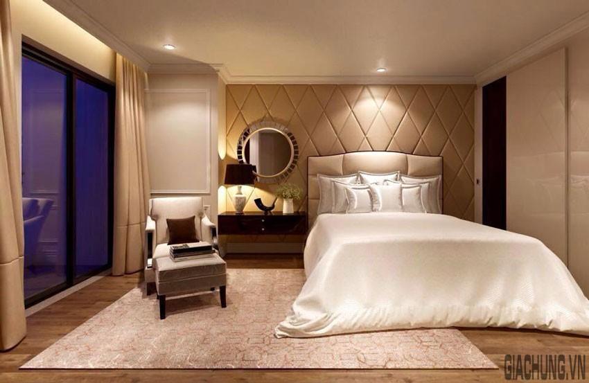 Điểm nhấn của phòng ngủ là mảng tường ấn tượng đầu giường